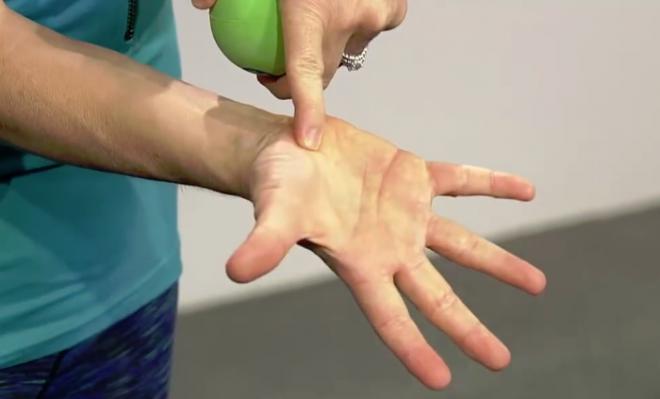 Fáj a nyakad vagy a vállad? Gyógyszer helyett előbb ezt próbáld ki! VIDEÓ