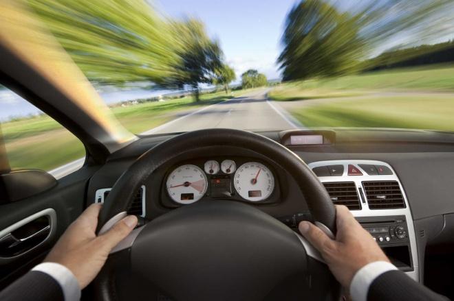 Ha autóvezető vagy, TESZTELD a reakcióidődet, csak 30 másodperc!