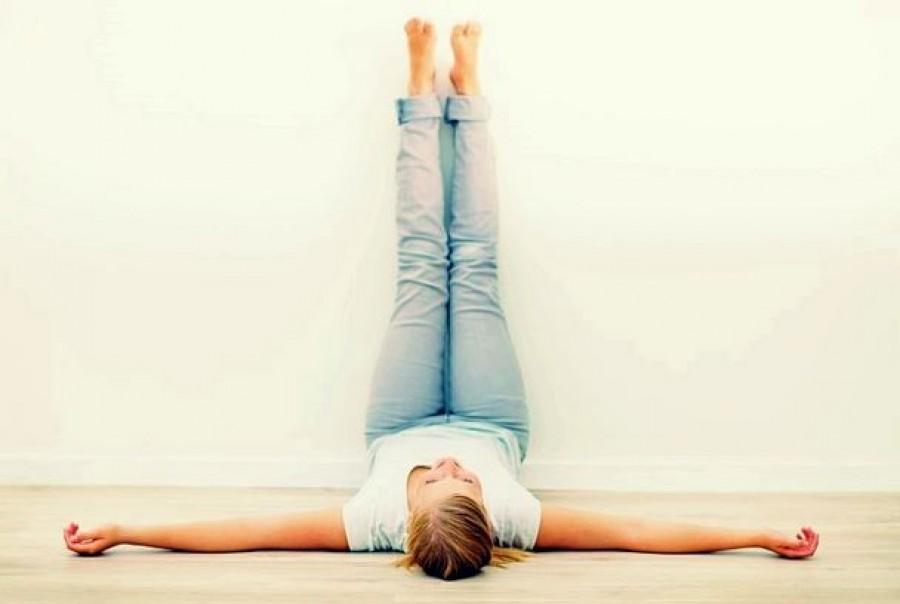 Támaszd a lábaidat a falhoz 15 percig, mert nagyon egészséges!